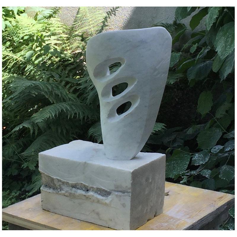 """Kleine Harfe"" Carrara-Marmor 2018 - Privatbesitz"